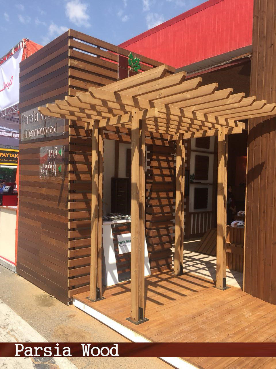 پیاده سازی ستون های سایه بان چوبی