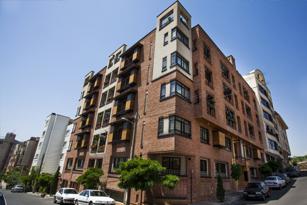 ساختمان با نمای چوبی ترمووود شهرک والفجر