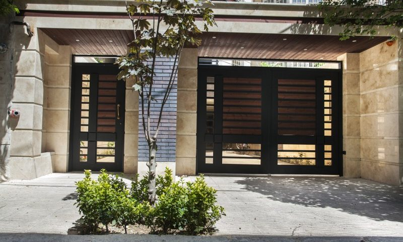 درب های چوبی ساختمان غفاری