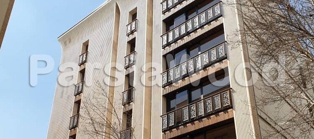 پروژه-نمای-چوبی-ساختمان-در-خیابان-آریا-نمای-روبرو